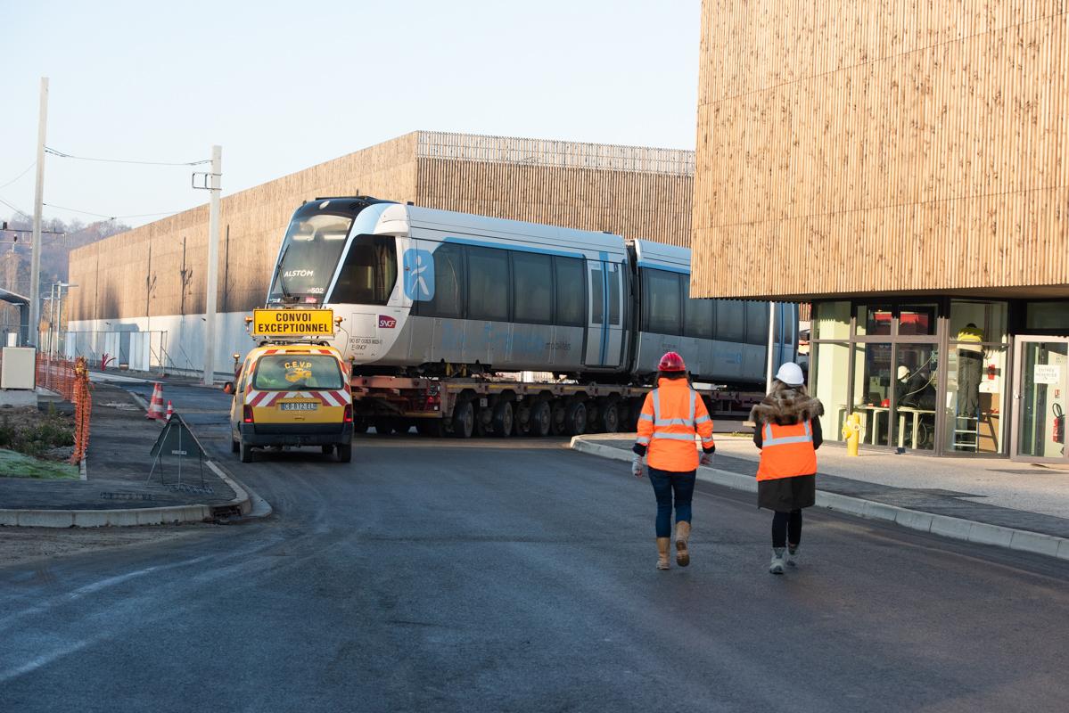 Arrivée de la première rame du tram T13 à l'atelier de maintenance (Novembre 2020) © Cyril Badet
