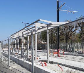Agrandir Installation de l'abri de quai de la station Camp des Loges