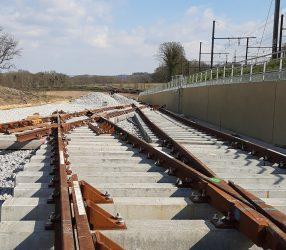 Agrandir Pose des rails à Saint-Cyr-L'Ecole