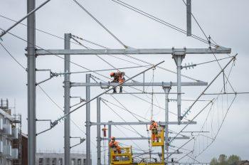 Pose de la ligne d'alimentation électrique © Cyril Badet